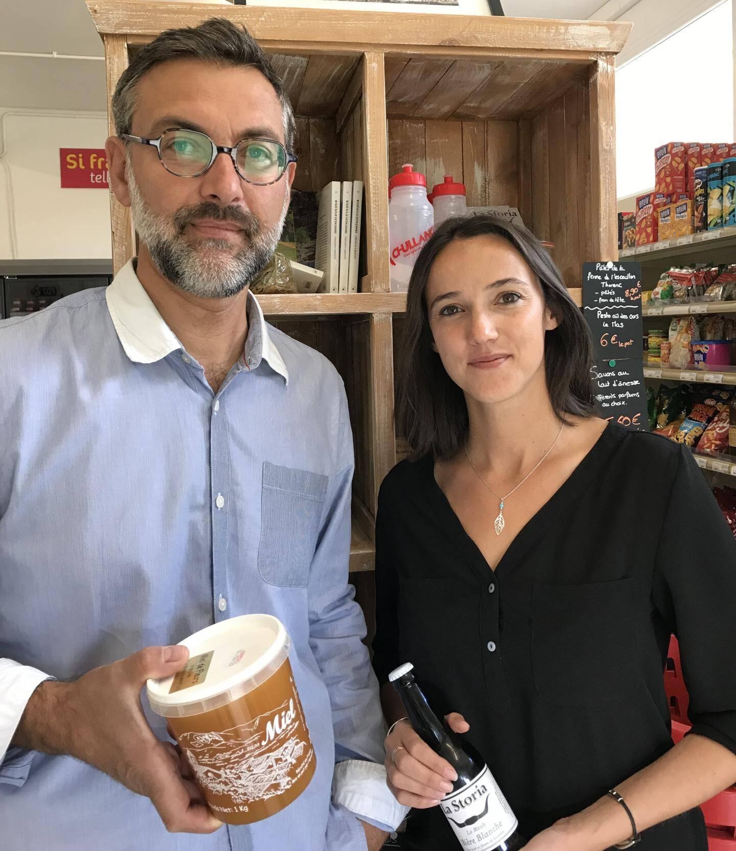 David et Cathy: épicerie et cyclo.