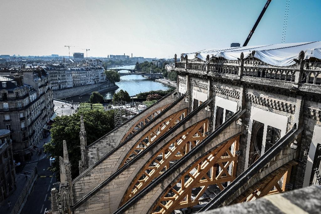 Les contreforts de la cathédrale Notre-Dame de Paris le 17 juillet 2019