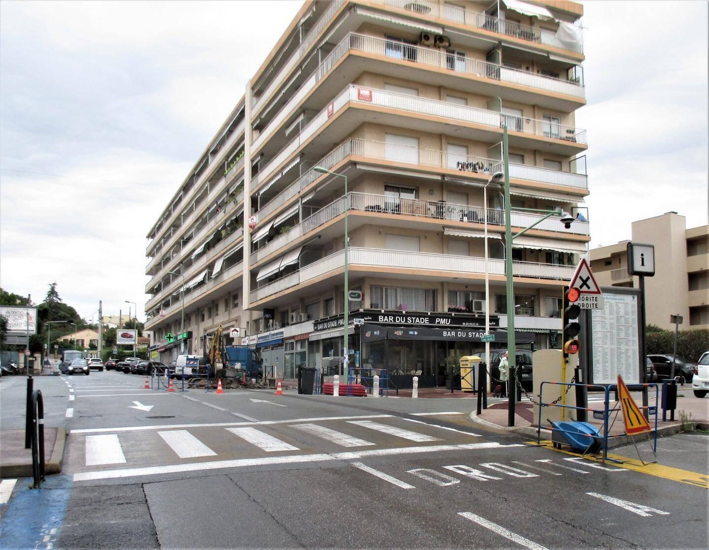 Un plateau traversant est en cours d'installation avenue Maurice-Jeanpierre au Cannet afin de ralentir la vitesse des véhicules.