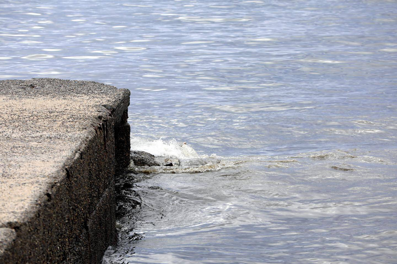 Les plages de Mandelieu sont interdites à la baignade, tout comme certaines plages de Cannes et de Théoule, en attendant le résultat des analyses de la qualité de l'eau.