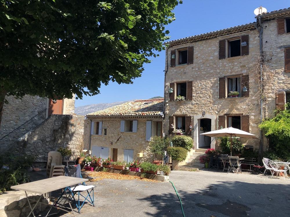 Le village de Courmes.