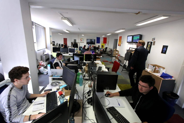 A Nice, les salariés s'occupent d'alimenter le site Qwant.com, travaillent sur Qwant Junior ou le projet Qwant Home.