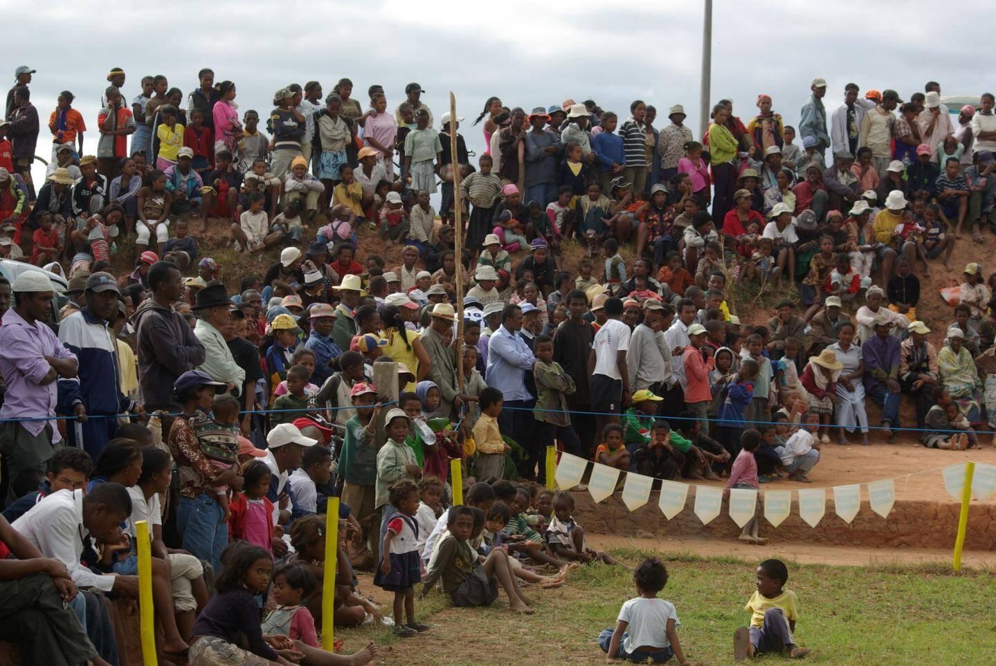 Le rugby, à Madagascar, est le sport roi.Il fédère...
