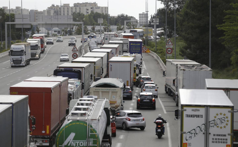Limiter la vitesse en amont des embouteillages, permet d'en réduire l'étendue.