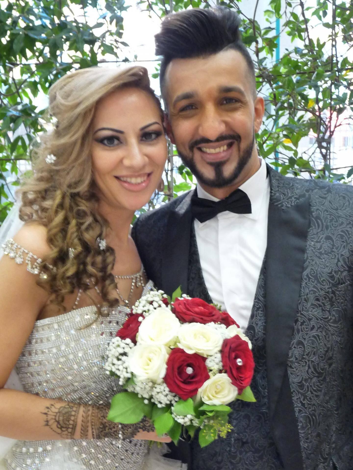 Radia Moussa, standardiste, et Abdel Abbas, câbleur.