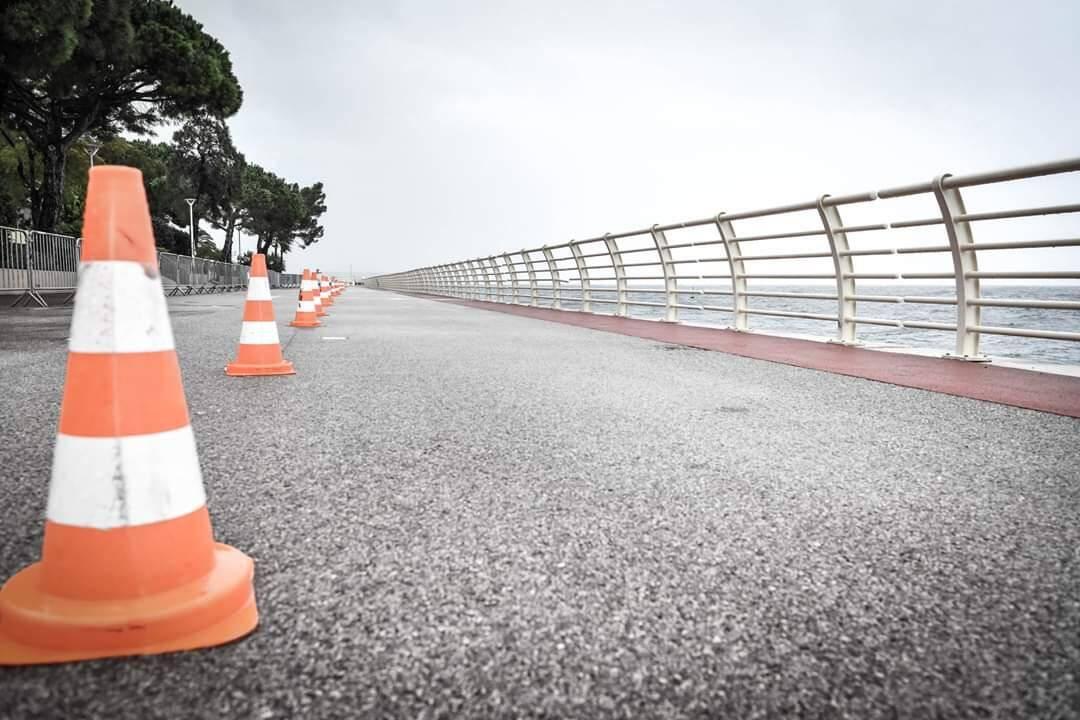 La digue de Fontvieille interdite aux marcheurs et coureurs de la No Finish Line depuis le début de l'après-midi.