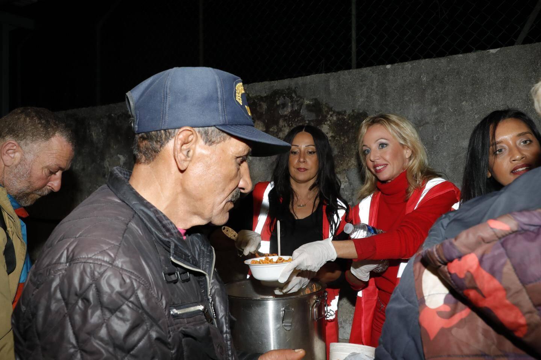 « Nous voyons des centaines de personnes dans le besoin ; des femmes  notamment », souligne la princesse.