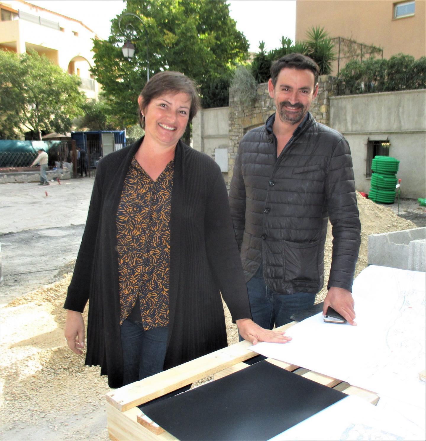 Chantal Terrieux et son adjoint, Ludovic Fro, ont prévu une terrasse en bois exotique, en terre cuite et en pierres, qui sera installée à l'entrée de la galerie Tournamy 700.