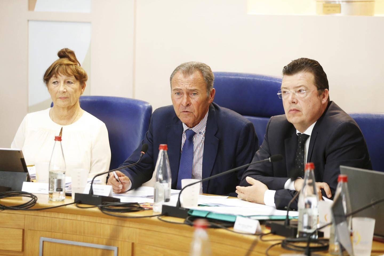 Lionnel Luca actuel maire de Villeneuve lors du dernier conseil, où il a annoncé son renvoi.