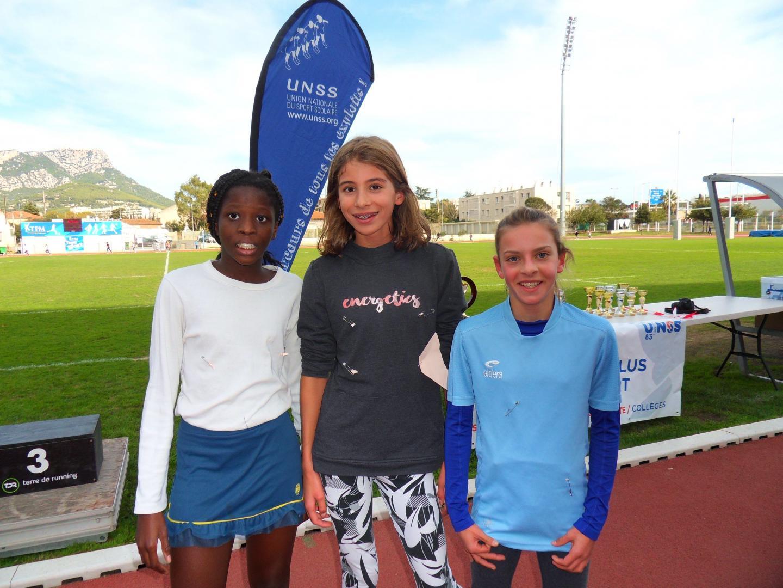 Trois championnes : Leïla (2e) et Léna (1re) du collège Django-Reinhardt ; Lucille (3e) de Bon Accueil.