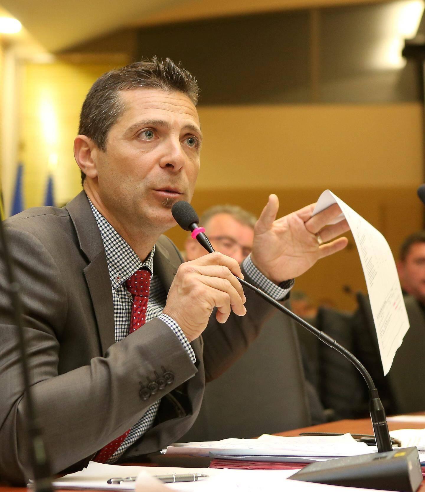 Frédéric Marcel, fervent opposant au maire.