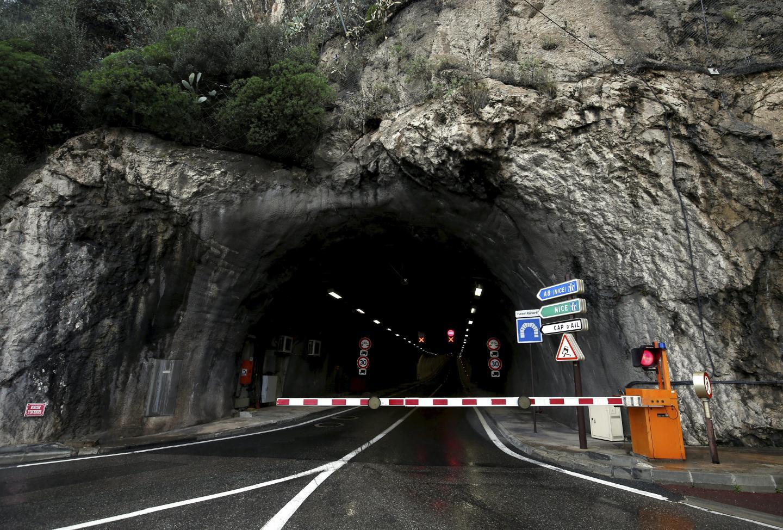 Entre 13 000 et 16 000 véhicules empruntent chaque jour le tunnel  Rainier-III pour sortir de Monaco.