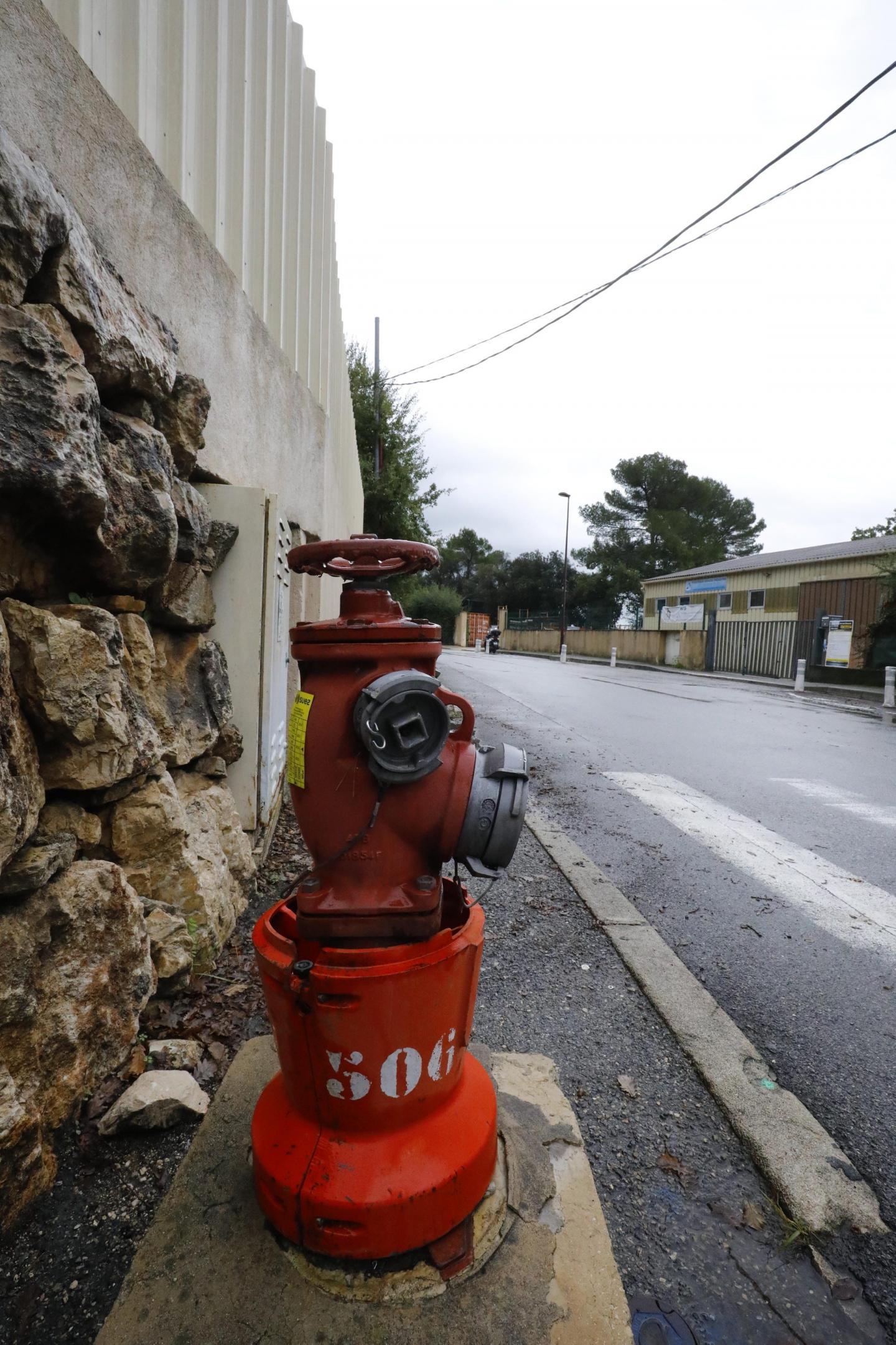 C'est dans cette borne à incendie, rue Bobet à Grasse, que le parasite a été détecté par Suez. Mais la seconde analyse a été négative.
