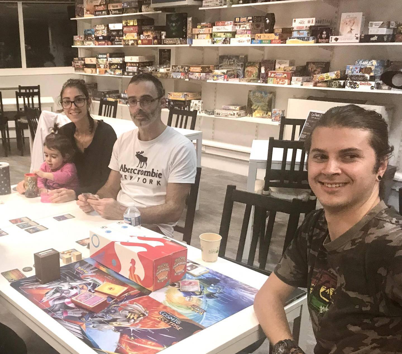 Faute de pouvoir rentrer à Pégomas, Eric et Karine ont ouvert leur espace jeux pour la nuit !