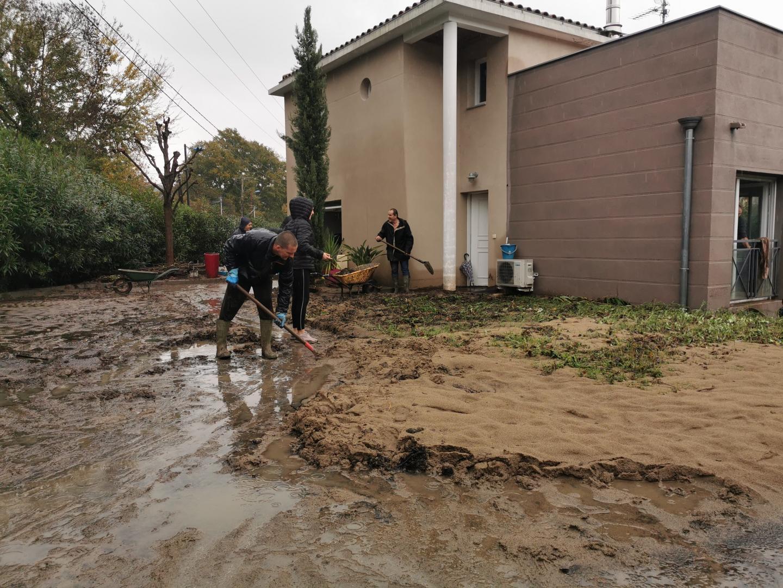 Coincés entre le massif du Tanneron et ses ruissellements, et la montée des eaux de la Siagne, maisons individuelles et lotissement de Cabrol ont souffert.