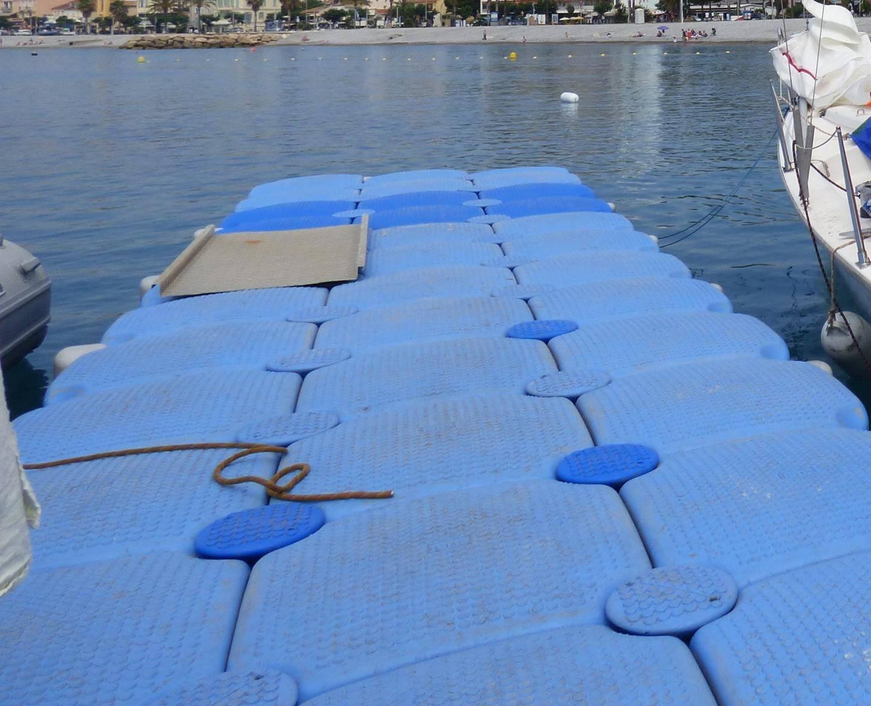 Exemple d'un ponton flottant au Cros-de-Cagnes.
