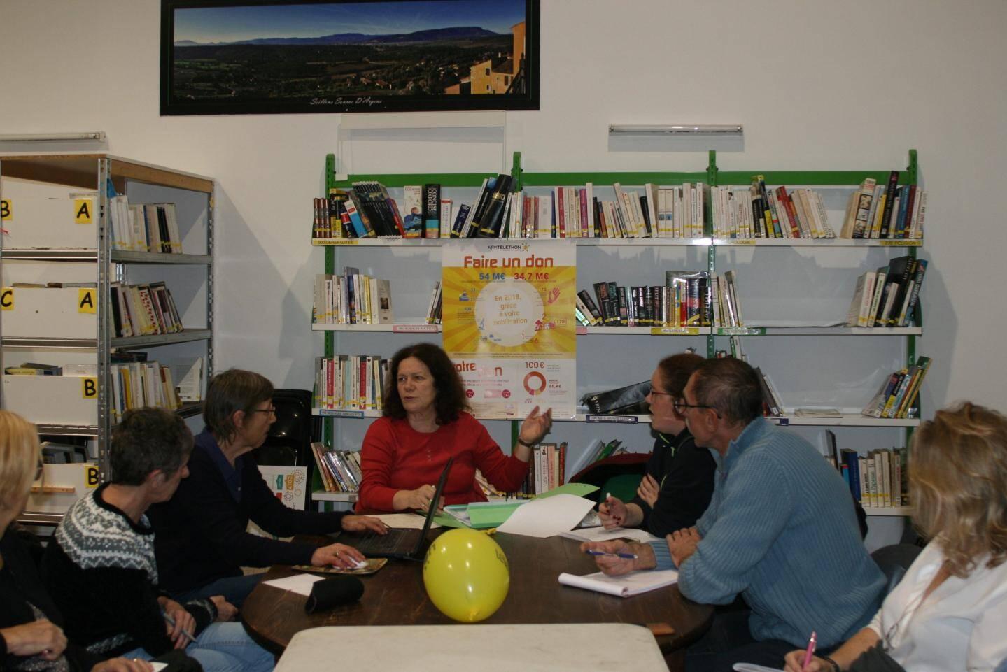 Carmen (au centre) va préparer la paella pour plus de cent convives !