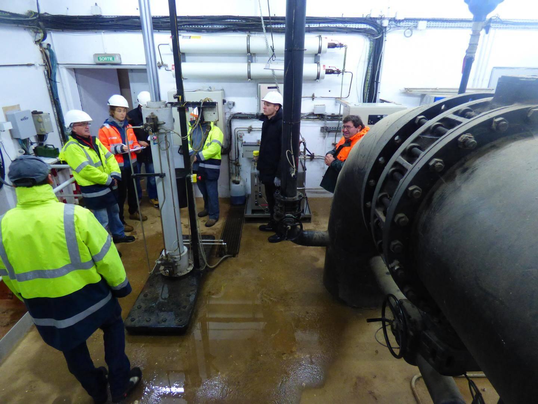 Au cœur du barrage dans la chambre des vannes, à quelques mètres sous terre. C'est ici que les différents tests vont être réalisés.