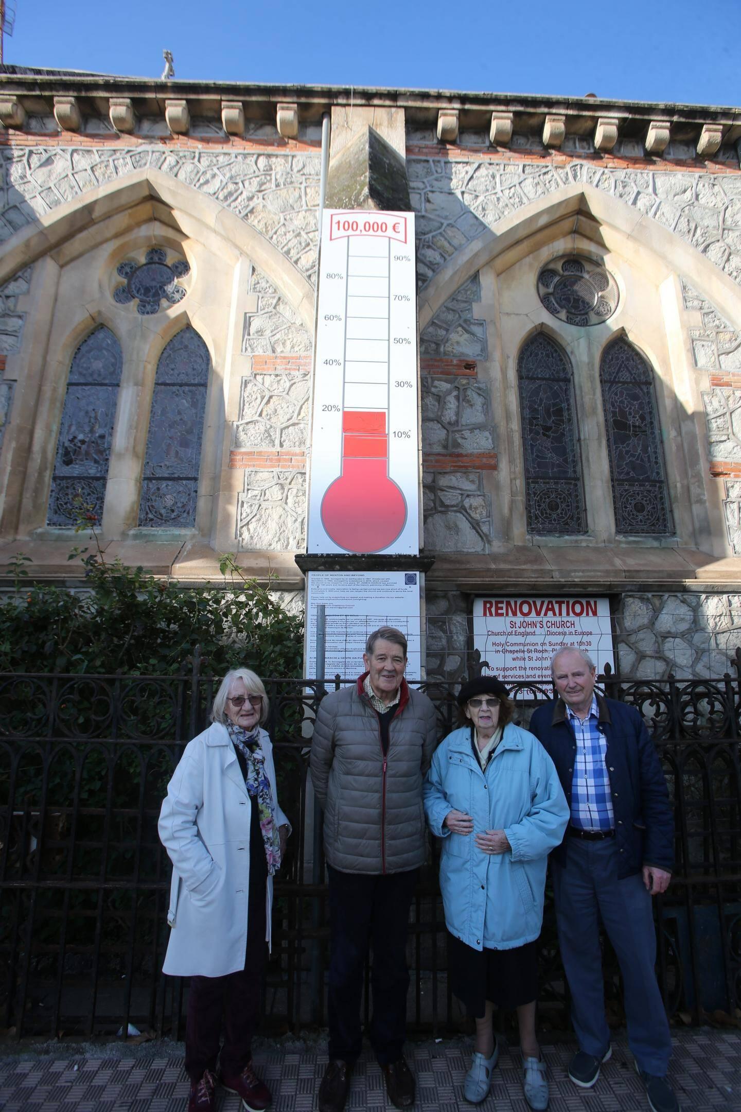 De gauche à droite, Carry Barbara, Wason John, Valérie Aucouturier et Burke Des devant la jauge.