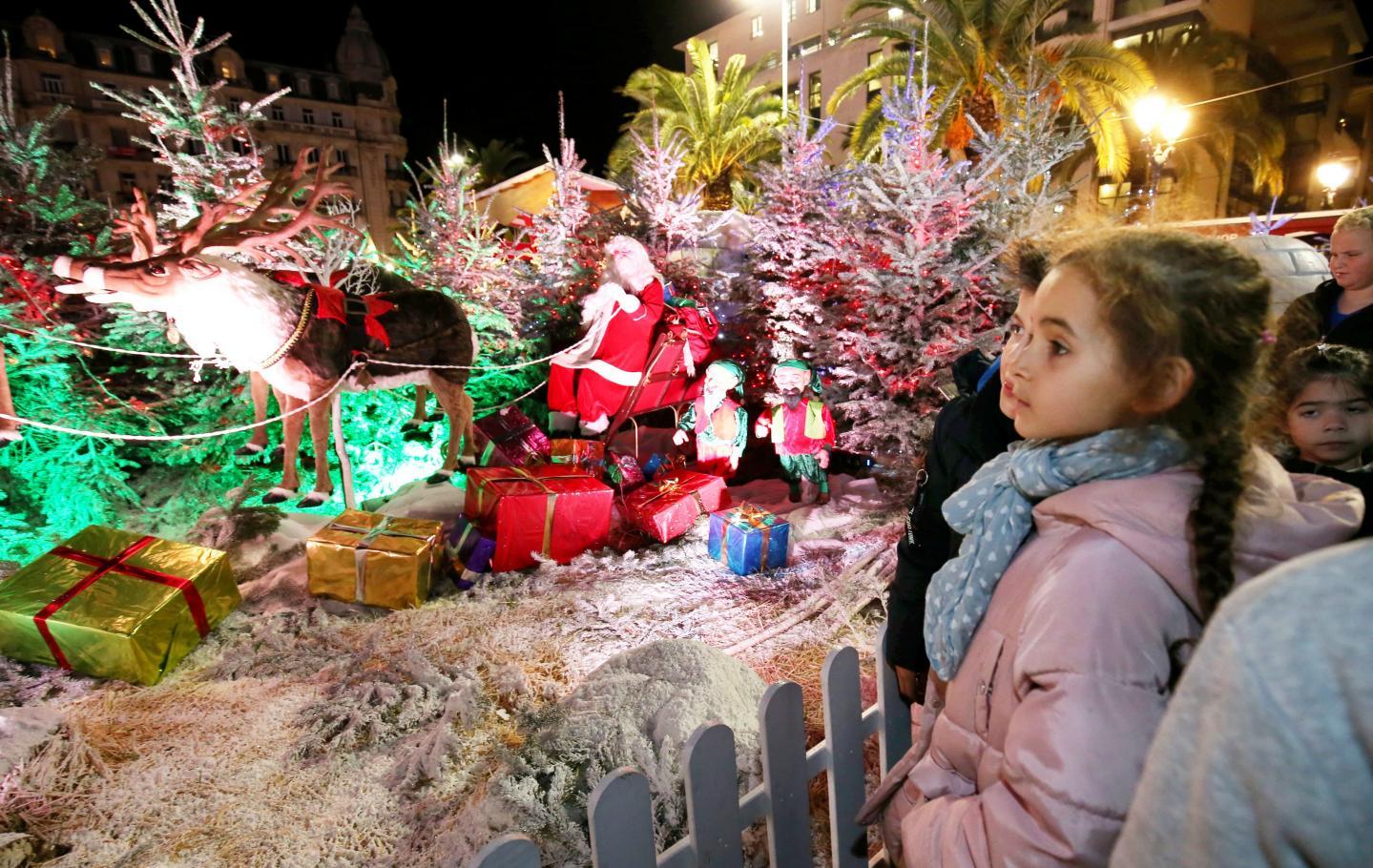 Première soirée festive, hier au village de Noël, à l'occasion de son inauguration par le maire, avec les enfants de la section cuivre du conservatoire de TPM.