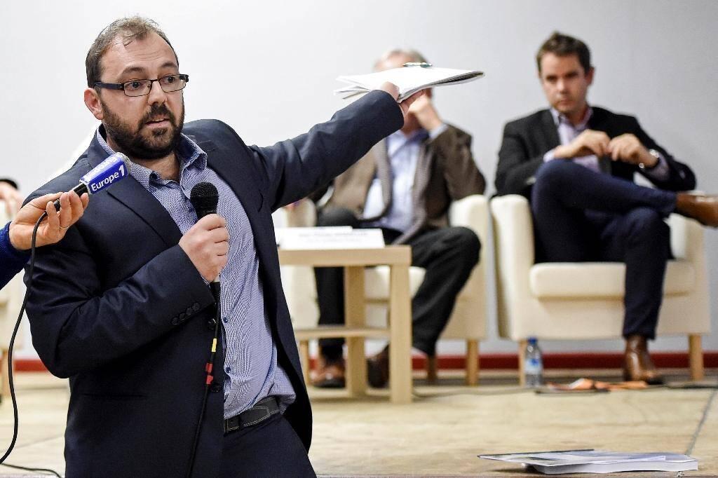 """Un membre du collectif """"Stop aux cancers de nos enfants"""" s'exprime lors de la réunion avec les experts à Sainte-Pazanne (Loire-Atlantique) le 25 novembre 2019"""