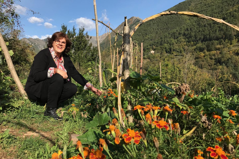 """Hélène Martin, présidente de l'association les potagers de la Vésubie: """"Je me suis dit que c'était dommage de ne pas trouver de produits locaux, et donc de devoir acheter des légumes qui viennent d'ailleurs, alors qu'ici, il y a un potentiel agricole fabuleux."""""""