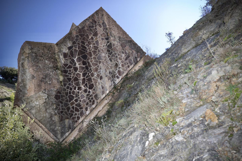 Le barrage était construit dans un contexte géologique défavorable.
