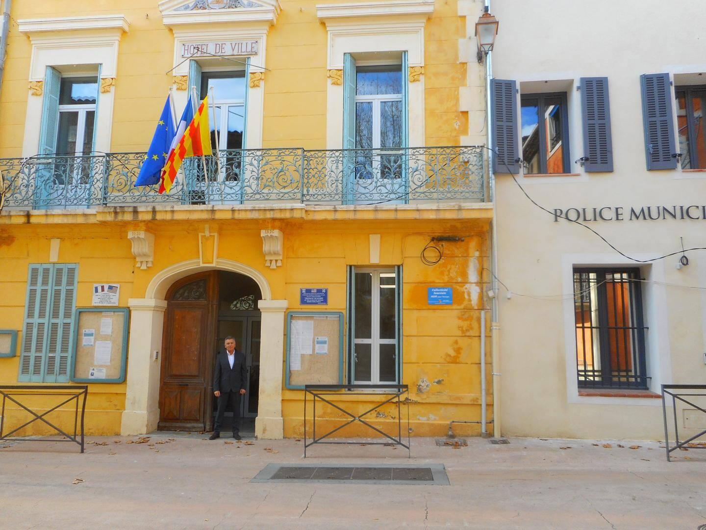 Les locaux de la police municipale jouxtent désormais ceux de la mairie. Le personnel municipal apprécie beaucoup les toutes nouvelles installations de la mairie. Ci-dessous, à l'accueil réservé au public.