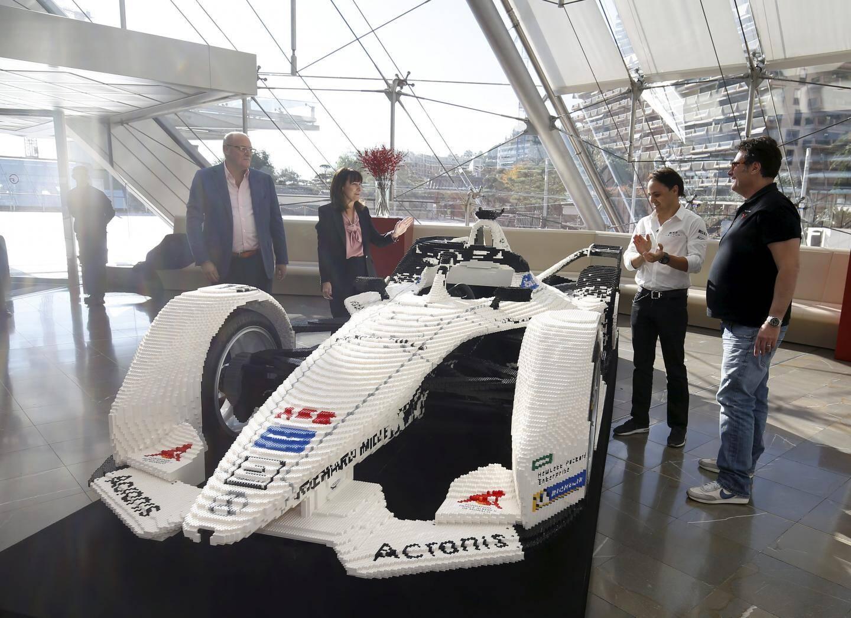 Le patron de Venturi, Gildo Pastor, et son pilote Felipe Massa ont découvert la voiture aux côtés de Sylvie Biancheri, directeur général du Grimaldi Forum, et David Ciclitira, créateur de l'événement.