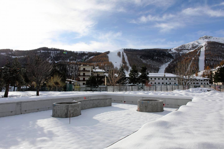 Le snowpark, espace de descente ludique est ouvert d'emblée. Pour oublier rapidement les jours derniers : l'accès à la station a été coupé quasiment toute une semaine.(DR)