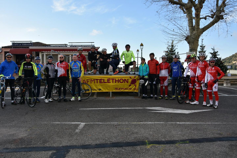 Une vingtaine de cyclistes - dont le ministre d'État de Monaco, Serge Telle, le maire de La Turbie et Véronica Larsson, ex-coureur pro - ont pédalé sur 48 km au profit du Téléthon.