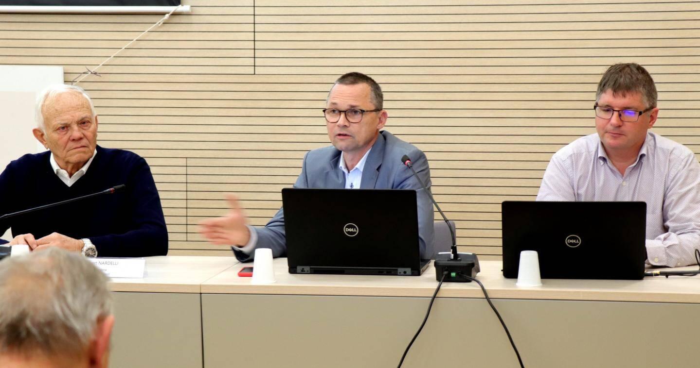 Maurice Lavagna, président de la communauté de communes du Pays-des-Paillons (CCPP) recevait Philippe Dubost directeur du Sictiam et Patrice Cuvelier, le directeur aménagement numérique pour un point de situation sur l'avancement de la fibre dans les communes de la CCPP.