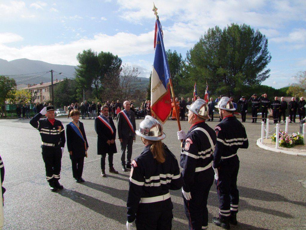 Les honneurs au drapeau ont été rendus par le capitaine Stéphane Carret, Andrée Samat, Claude Ines et Claude Fabre.