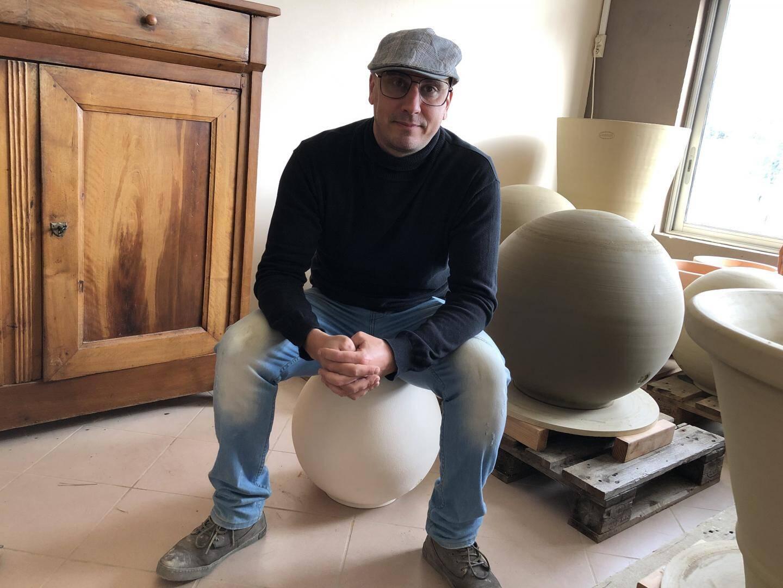 Mickael Obrenovitch, artiste originaire de Carqueiranne, est le concepteur de l'installation. Il a présenté cinq œuvres à l'exposition universelle d'Astana 2017.
