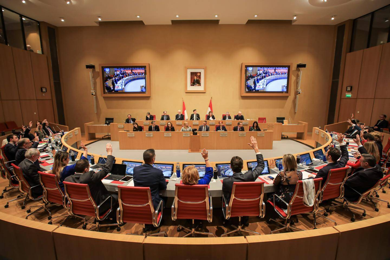 Dix-sept élus ont voté en faveur du budget primitif 2020, contre cinq abstentions et une voix contre.