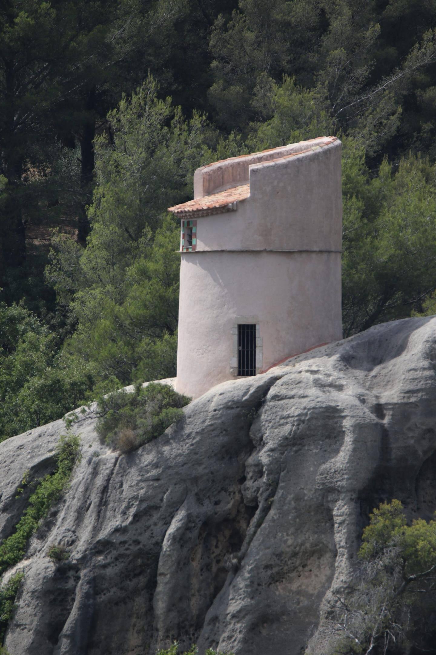 Le pigeonnier. Dans un avenir proche le public pourra emprunter un nouveau chemin communal depuis la montée du château d'eau.