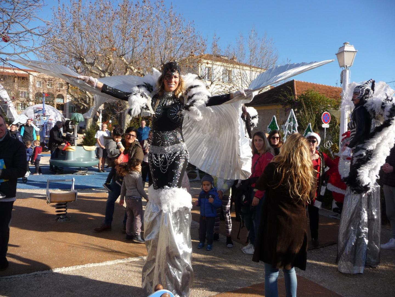 Une parade était présentée hier pour l'ouverture de l'aire de Noël.