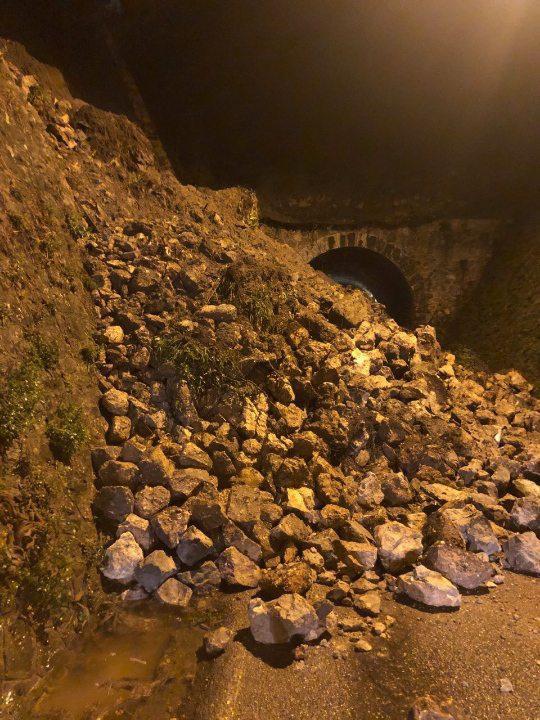 éboulement sur l'avenue de Provence à Vence. La route est toujours coupée aujourd'hui. (DR)