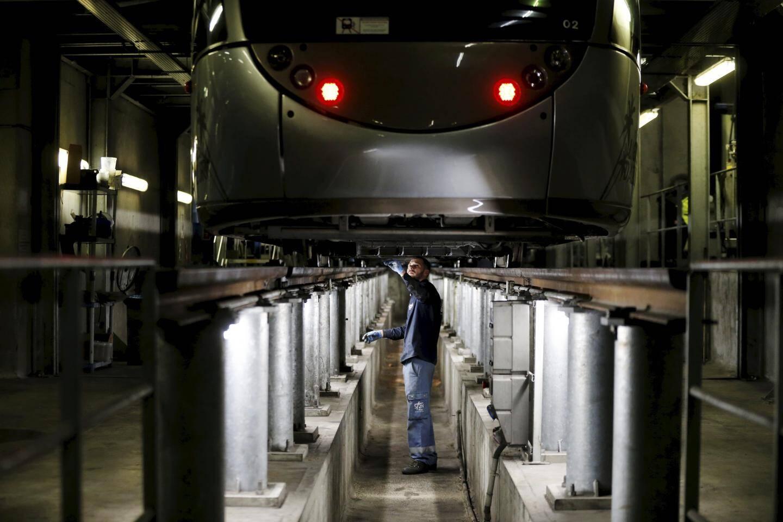Petite et grosse réparation, entretien, etc. Presque tout est assuré en interne, au centre de maintenance du tram.