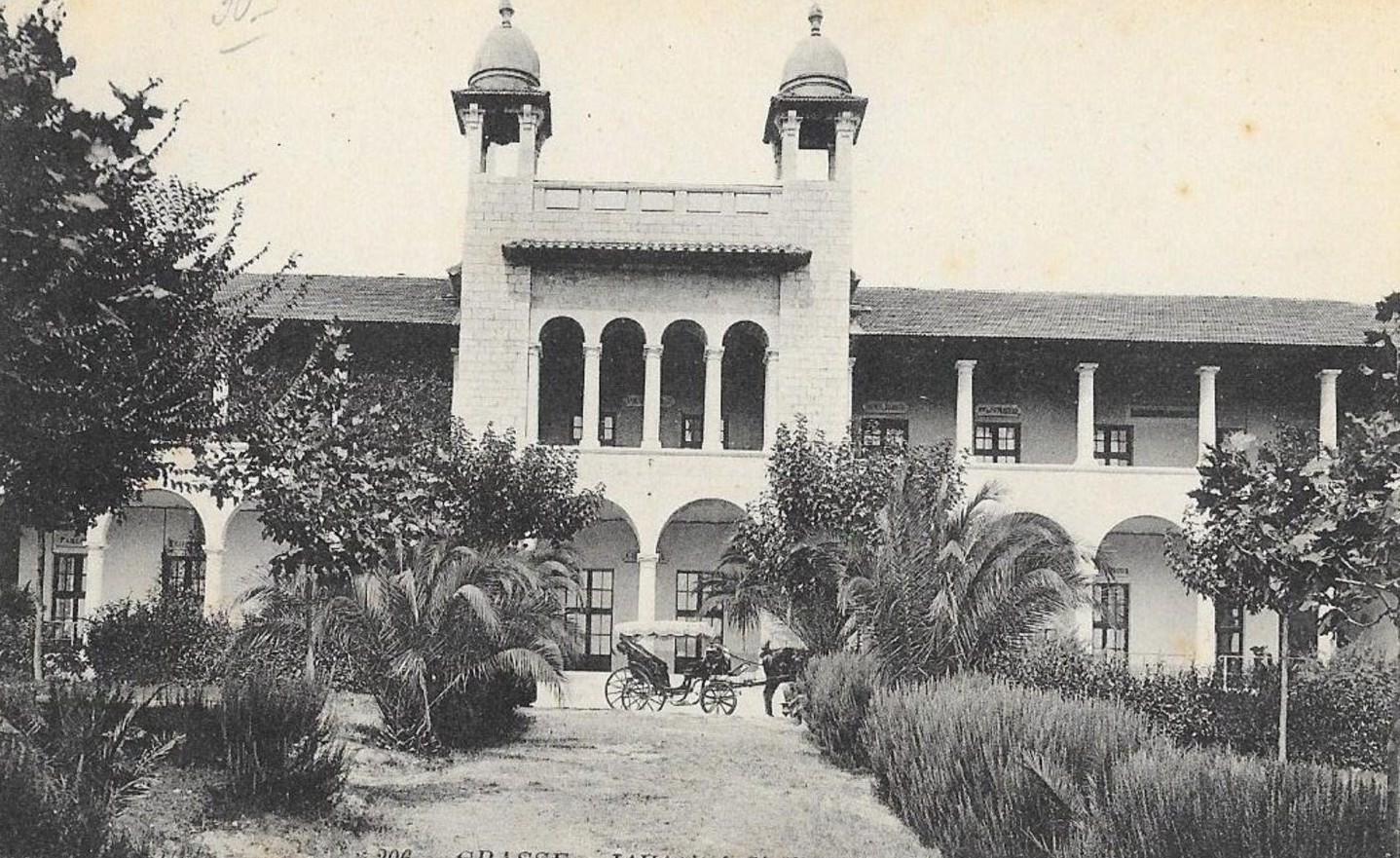 Le premier hôpital de Grasse ouvre au XIIIe siècle.