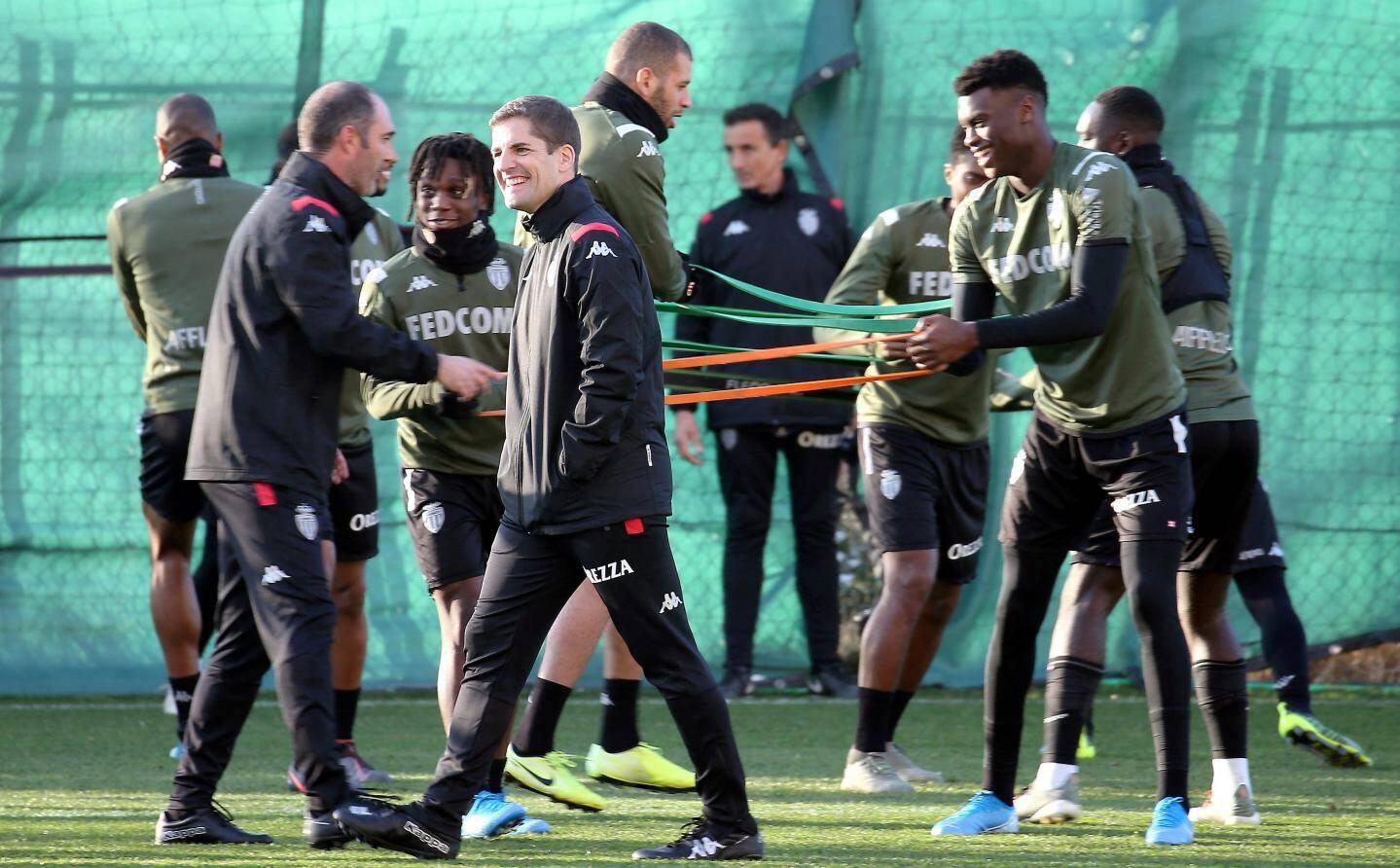 Autour de Moreno : Juanjo del Ojo (préparateur physique), Dani Guindos (adjoint), José Sambade (entraîneur des gardiens) et Marc Sellares (psychologue sportif).