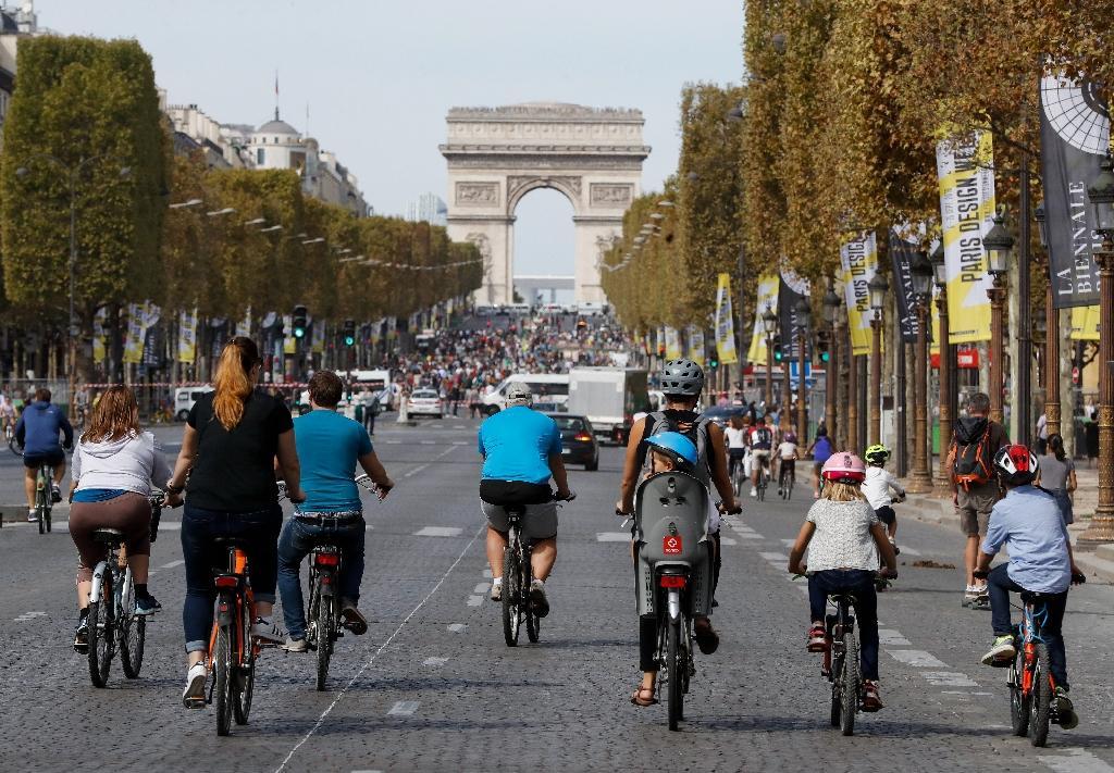 Des vélos profitent d'une journée dans voitures à Paris en 2018