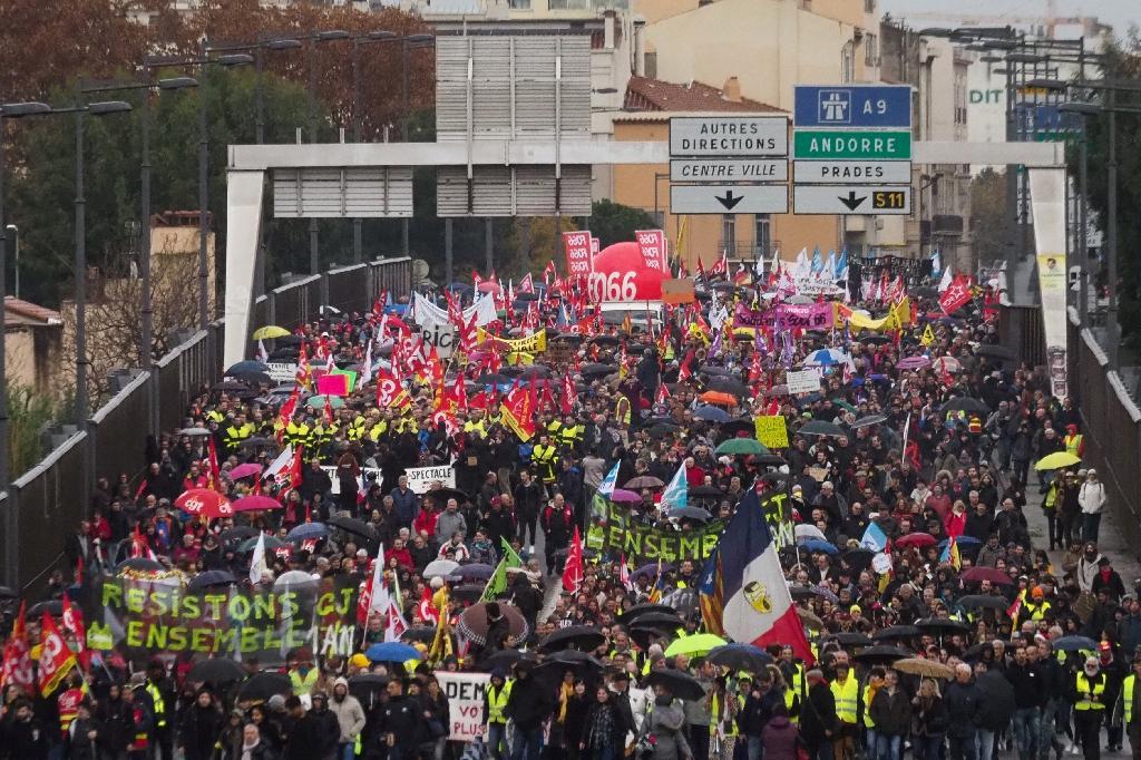 Des milliers de personnes défilent à Perpignan contre la réforme des retraites, le 5 décembre 2019