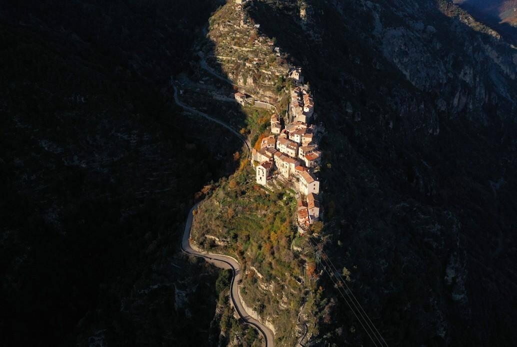 Une vue aérienne de Bairols.