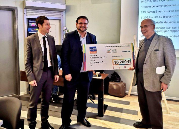 Maurice Schneider, le président du comité des Alpes-Maritimes de la Ligue contre le cancer s'est vu remettre jeudi 12 décembre un chèque de 16.200 euros pour l'association.