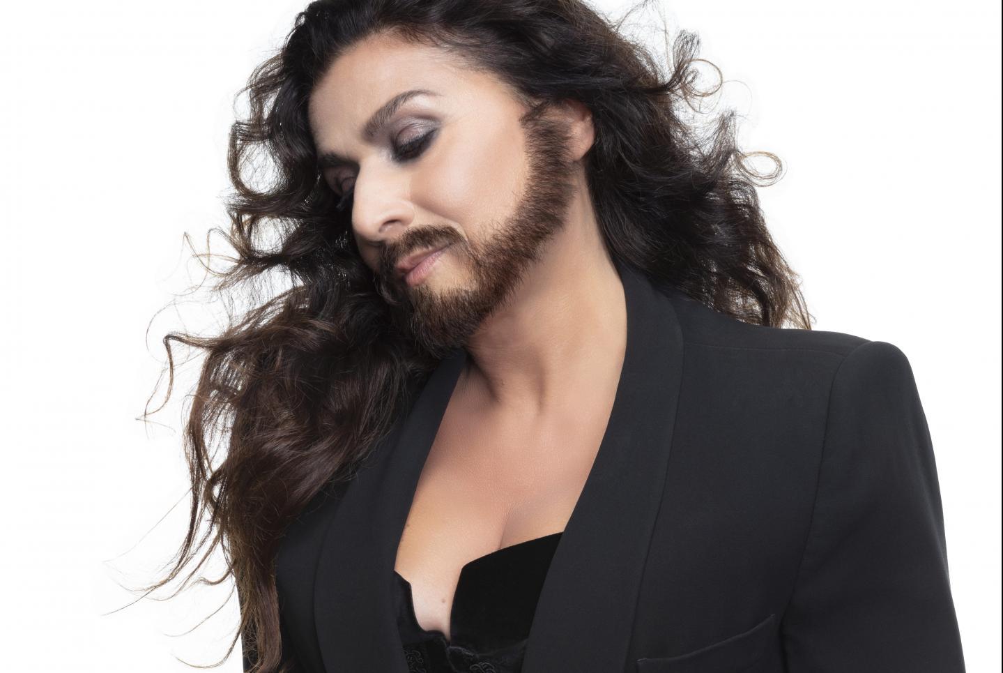 """Sur la pochette de son nouvel album, """"Farinelli"""", Cecilia Bartoli s'est ajoutée une barbe..."""