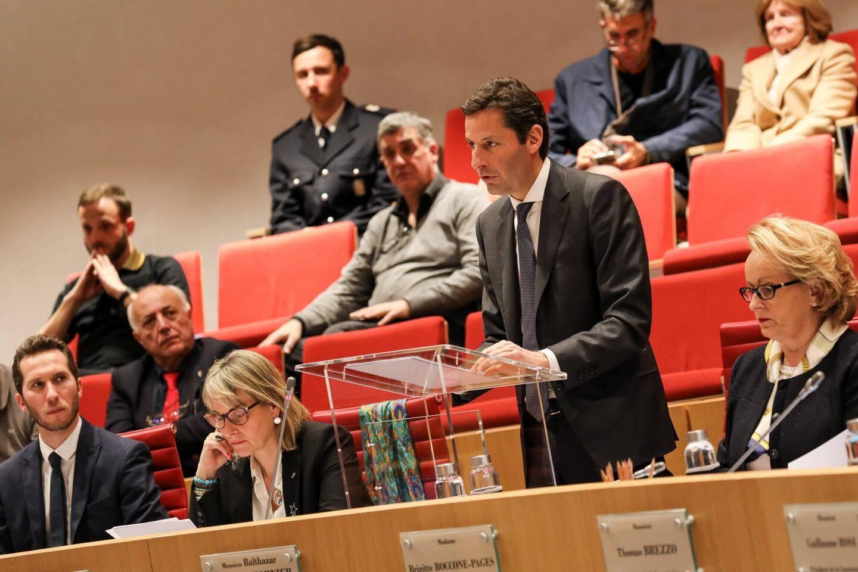Balthazar Seydoux (Primo!), rapporteur et président de la commission des Finances et de l'Économie Nationale.