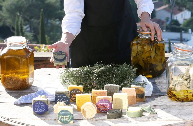 Charlotte Lacorne produit désormais une jolie gamme de savons vegan et éthique mais aussi une crèmeet un shampooing solide.