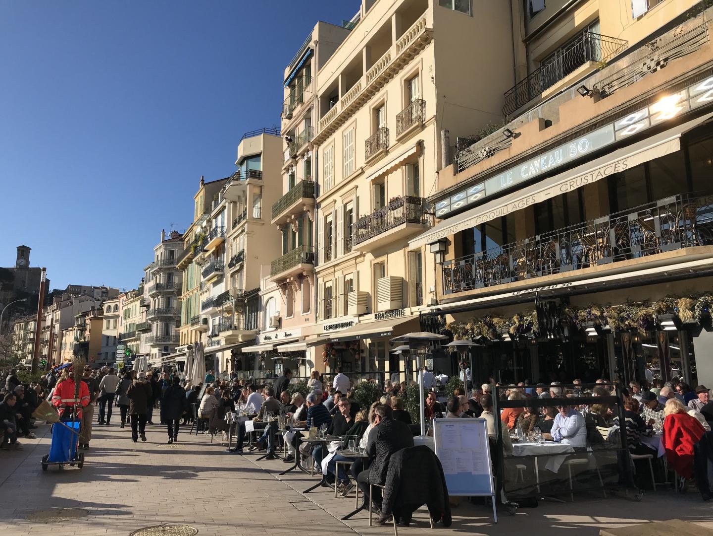 Chez Astoux et Brun (ci-dessus) comme au Caveau 30, les terrasses sont un atout majeur.