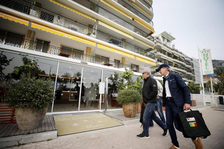 Tous les hôtels du quartier de Garavan ont été pris d'assaut par les participants du rallye Africa Eco Race.